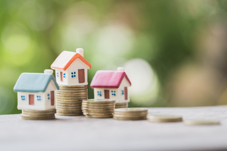 Foto de Mini house on stack of coins,Money and house,  Mortgage, Savings money for buy house and loan to business investment for real estate concept. Invesment and Risk Management. - Imagen libre de derechos