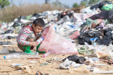 Photo pour Poor children collect garbage for sale because of poverty, Junk recycle, Child labor, Poverty concept, human trafficking, World Environment Day, - image libre de droit