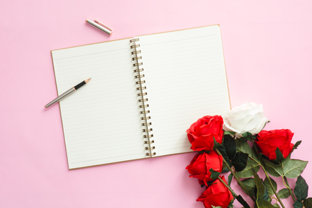 Photo pour Office desk working space - Flat lay top view mock up photo of a working space with white blank notebook, pen and valentine decoration on pink pastel background. Color copy space working desk concept. - image libre de droit
