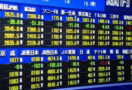 Photo pour Nagoya Japan - September 26, 2014: Japanese Stock market board  - image libre de droit