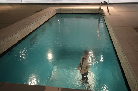 Foto de Kanazawa Japan - December 24, 2017: People visit optical illusion swimming pool at 21st Century Museum in Kanzawa Japan. - Imagen libre de derechos