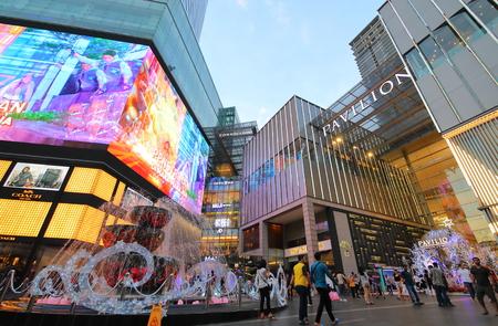 Foto de Kuala Lumpur Malaysia - November 19, 2018: Unidentified people visit Pavilion shopping mall in Bukit Bintang Kuala Lumpur Malaysia - Imagen libre de derechos