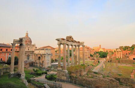Foto per Foro Romano Roman Forum ruin cityscape Rome Italy - Immagine Royalty Free