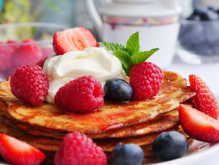 Photo pour Keto pancakes made of coconut flour or almond flour, served with berries and whipped cream - image libre de droit