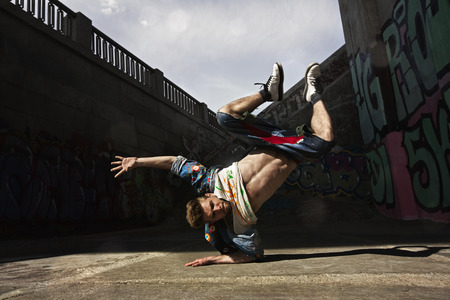 Photo pour Hip hop dancer is dancing on the street - image libre de droit