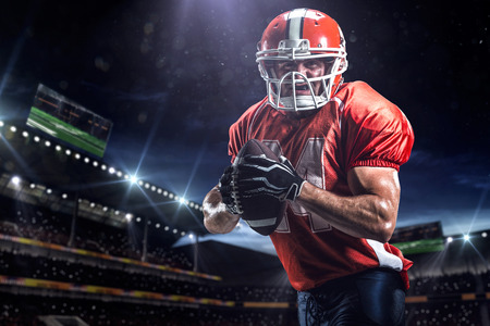 Foto de American football sportsman player in stadium - Imagen libre de derechos