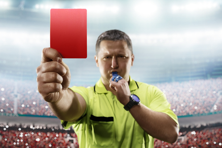 Photo pour Referee showing the red card in the soccer stadium - image libre de droit
