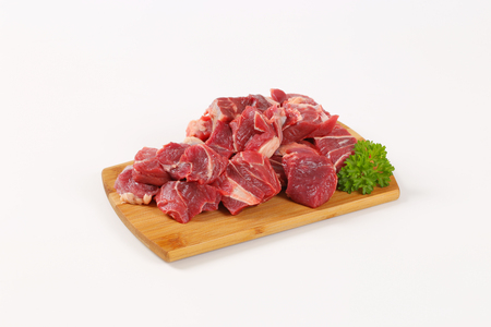 Photo pour diced raw beef meat on wooden cutting board - image libre de droit