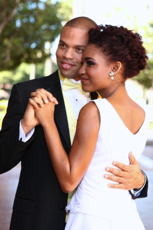 Photo pour African American Bride and Groom on Their Wedding Day - image libre de droit