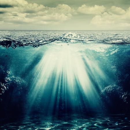 Photo pour Under the ocean surface, abstract natural backgrounds - image libre de droit