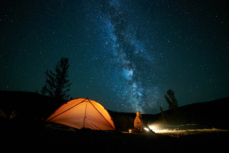 Photo pour Tourist near his camp tent at night. - image libre de droit