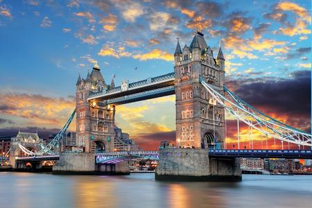 Photo pour Tower Bridge in London, UK - image libre de droit