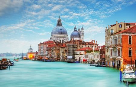 Photo pour Venice - Grand Canal and Basilica Santa Maria della Salute - image libre de droit