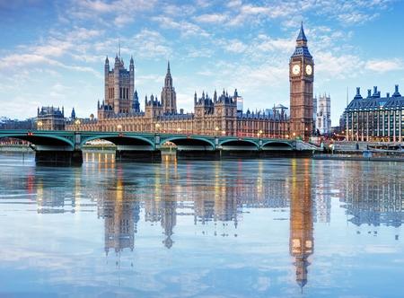 Photo pour London - Big ben and houses of parliament, UK - image libre de droit