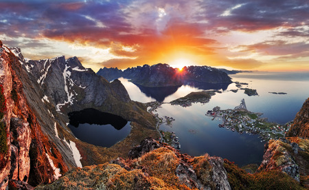 Foto de Mountain coast landscape at sunset, Norway - Imagen libre de derechos