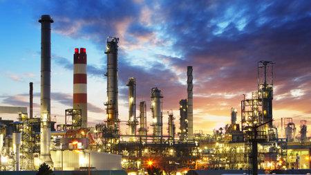 Photo pour Oil and gas refinery, Power Industry - image libre de droit
