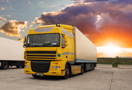 Photo pour Truck - cargo transportation with sun - image libre de droit