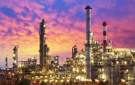 Foto de Oil Industry - refinery factory - Imagen libre de derechos