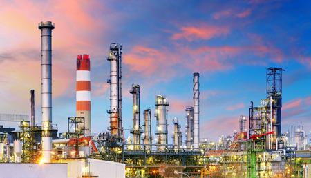 Photo pour Petrochemical plant at night, oil and gas industrial - image libre de droit