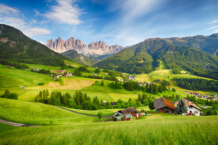Photo pour Dolomites alps Mountain  Val di Funes - image libre de droit