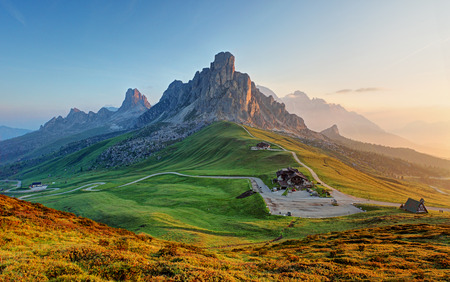 Photo pour Dolomites landscape - image libre de droit