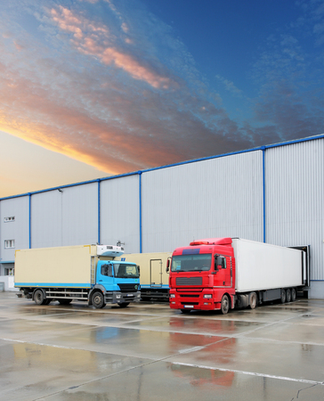 Photo pour Loading docks in warehouse with truck - image libre de droit