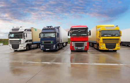 Photo pour Parking trucks - image libre de droit