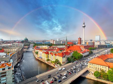 Foto de Berlin city with rainbow, Germany - Imagen libre de derechos