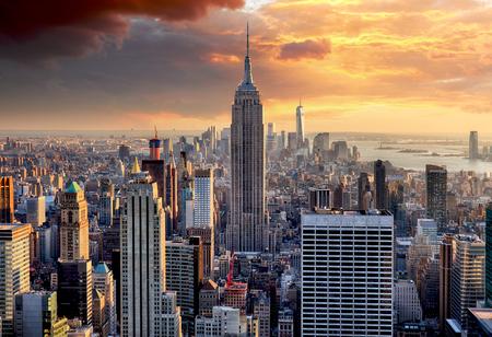 Photo pour New York skyline at sunset, USA. - image libre de droit