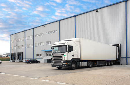 Photo pour Truck in warehouse - image libre de droit