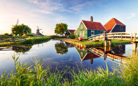 Foto de Traditional dutch windmill near the canal. Netherlands, Landcape at sunset - Imagen libre de derechos