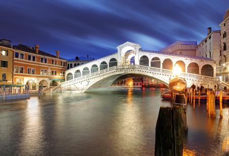 Photo pour The Rialto Bridge at Night, Venice. Italy - image libre de droit