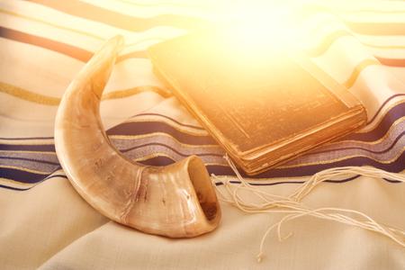Photo pour Abstract image of Prayer Shawl - Tallit, jewish religious symbol. - image libre de droit