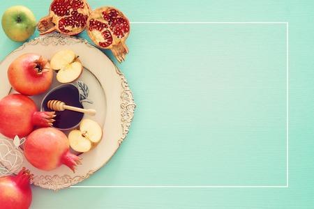 Photo pour Rosh hashanah (jewish New Year holiday) concept. Traditional symbols - image libre de droit