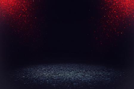Foto de dark concentrate or asphalt floor with dark red and black glitter background - Imagen libre de derechos