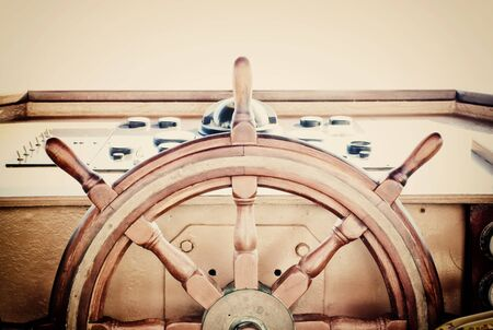 Foto de vintage nautical detail of a ship's old wooden wheel - Imagen libre de derechos