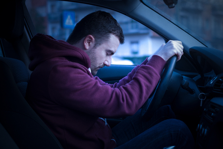 Photo pour Man driving car and falling asleep at the wheel - image libre de droit