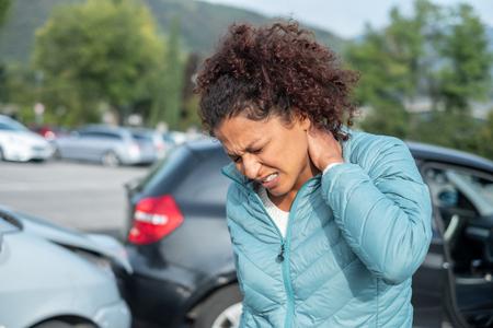 Foto de Painful whiplash after fender bender car crash - Imagen libre de derechos