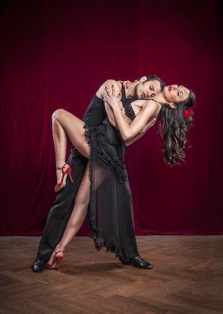 Foto de Portrait of young elegant tango dancers. - Imagen libre de derechos