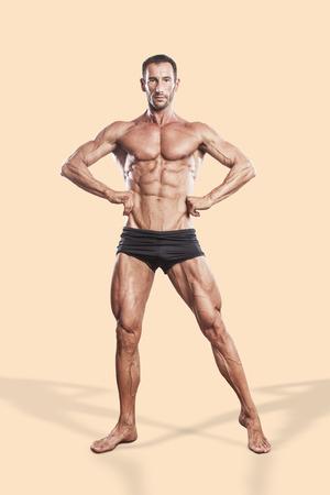 Foto de muscle man, bodybuilding athlete full body portrait - Imagen libre de derechos