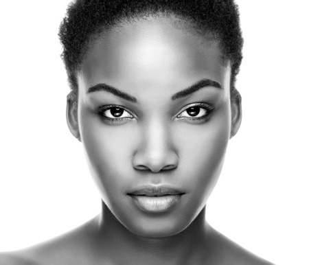 Foto de Face of an young black beauty in black and white - Imagen libre de derechos