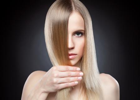 Photo pour Profile of a beauty with long blonde straight hair - image libre de droit