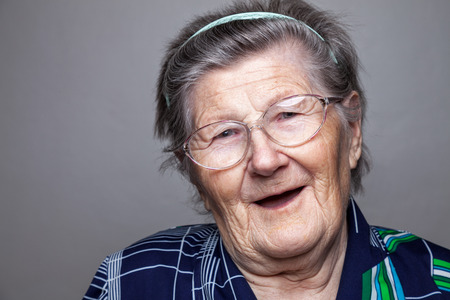 Photo pour Closeup portrait of an elderly woman with glasses - image libre de droit