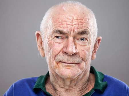 Photo pour Closeup portriat of an elderly man - image libre de droit