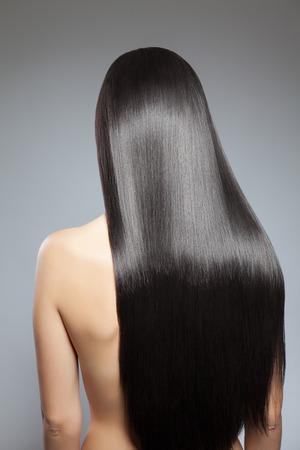Photo pour Back view of a woman with long straight hair - image libre de droit