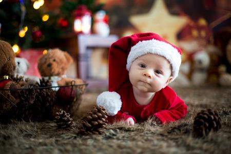 Photo pour Portrait of newborn baby in Santa clothes in little baby bed, winter snow landscape outdoor - image libre de droit