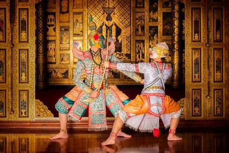 Foto de Art culture Thailand Dancing in masked khon in literature ramayana,Thai classical monkey masked, Khon,Thailand - Imagen libre de derechos