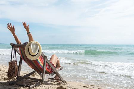 Foto de Happy woman with open arms enjoying the summer sea vacation .Summer holiday concept - Imagen libre de derechos