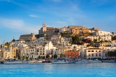 Foto de Ibiza Eivissa town with blue Mediterranean sea city view - Imagen libre de derechos