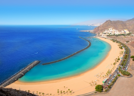 Foto de Beach Las Teresitas in Santa cruz de Tenerife north at Canary Islands - Imagen libre de derechos